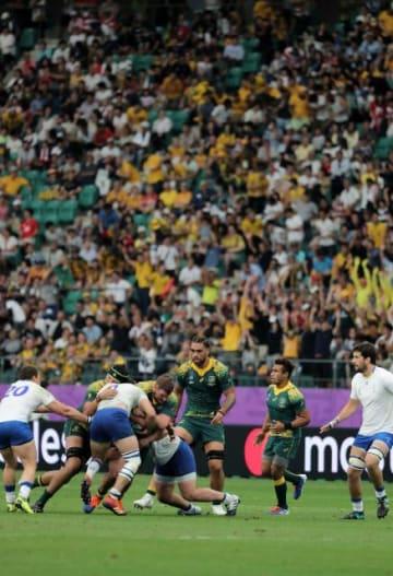 3万3781人のファンが熱狂したラグビーW杯のオーストラリア―ウルグアイ戦=5日午後、大分市・昭和電工ドーム大分