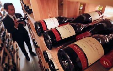 開園時から実力あるソムリエが在籍しているハウステンボス。ワインセラーでは約2000本を保管している=佐世保市、ハウステンボス