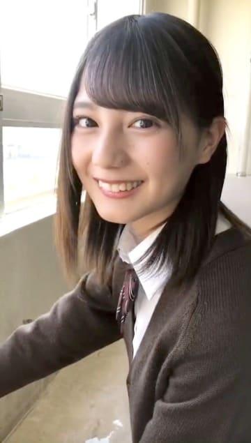 """日向坂46 小坂菜緒、制服姿で""""好きです""""と告白! 「ひなたの告白」解禁"""