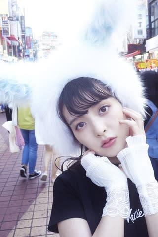 上坂すみれさんの初の完全撮り下ろし写真集「すみれいろ」のカット