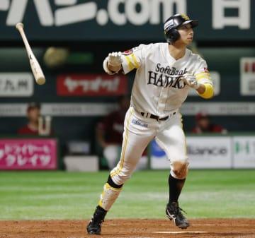 4回ソフトバンク無死、福田が右越えに本塁打を放つ=ヤフオクドーム