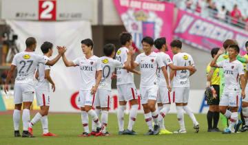 C大阪に勝利し、喜ぶ鹿島イレブン=ヤンマー