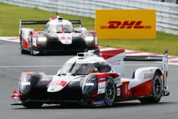 第2戦で優勝したトヨタ8号車。奥は2位のトヨタ7号車=富士スピードウェイ
