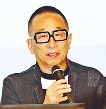 デザインの視点から「日本の美」展を語る佐藤さん