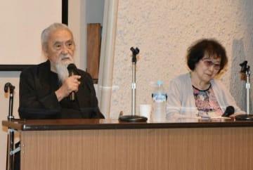 イタリアや日本での創作活動などを振り返る高橋さん(左)と藤田さん夫妻