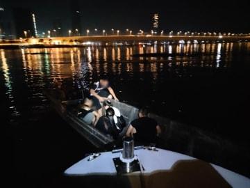 マカオ税関による海上での密航活動取り締まりの様子(写真:澳門海關)