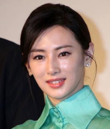 映画「ヒキタさん! ご懐妊ですよ」の公開記念舞台あいさつに登場した北川景子さん