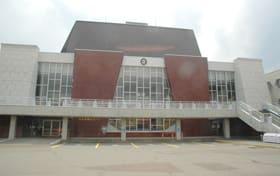 老朽化が進む市民会館。新しい市民ホールの整備にはPFIが活用される