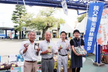 期間中は秩父市の観光PRや特産品を販売している=7日、さいたま市南区の浦和競馬場