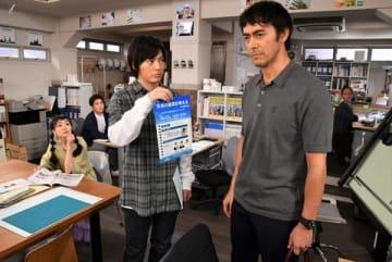 俳優の阿部寛さんの主演ドラマ「まだ結婚できない男」の第1話の1シーン =カンテレ提供