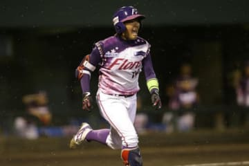 2点適時二塁打を放った中村茜【写真提供:日本女子プロ野球リーグ】
