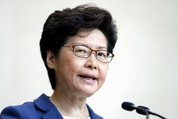 記者会見する香港政府トップの林鄭月娥行政長官=8日、香港(共同)