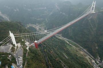 四つの世界記録 矮寨鎮の特大吊り橋 湖南省