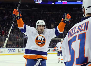 Cal Clutterbuck Signs 5-Year Extension with Islanders