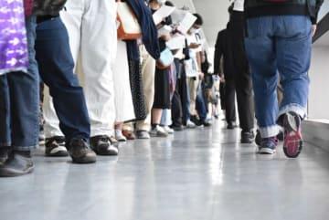 Kota Hatachi / BuzzFeed 再開された不自由展を見ようと、多くの人が行列をつくった。