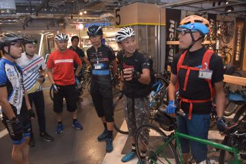 外国人向けの自転車ガイドについて話し合う講座参加者=JR土浦駅ビル