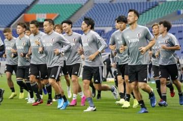 W杯アジア2次予選のモンゴル戦に向け、調整する日本の選手たち=埼玉スタジアム