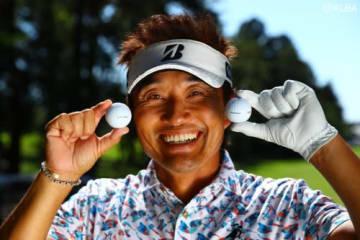 宮本勝昌もこの笑顔 ブリヂストンのプロトボールが会場に登場(撮影:村上航)