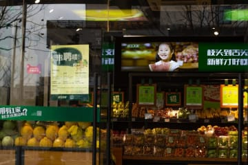 A supermarket advertises fresh produce in Shanghai on March 22, 2019. (Image credit: TechNode/Cassidy McDonald)