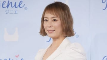 下着ブランド「ジニエ」の新イメージモデル就任PRイベントに登場した佐藤仁美さん