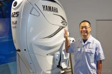 新開発のV8船外機「F425A/FL425A」と開発者のヤマハ発動機・小松央昌さん