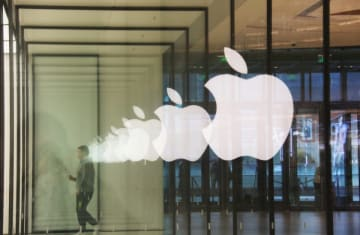 Doors in an Apple store on March 27, 2019. (Image credit: TechNode/Shi Jiayi)