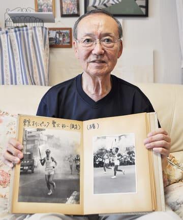 試走会(左)と本番の写真を見せくれた佐藤さん
