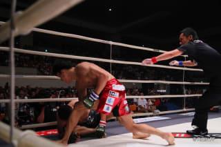 前回のRIZINで、堀口にパウンドを落として衝撃の68秒KO勝利を決めた朝倉