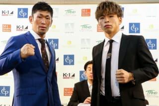 対戦する牧平(左)と加藤(右)(C)M-1 Sports Media