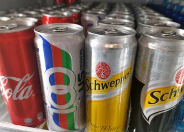 シンガポール政府は10日、砂糖の含有量が多い飲料の国内での宣伝・広告活動を禁止する方針を明らかにした=10日、シンガポール中心部(NNA撮影)