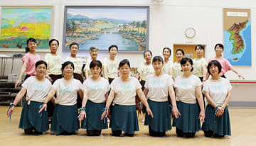 仲間と共にバレエで美しく健康を目指すメンバー