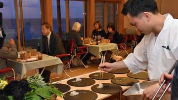 津軽海峡を望みながらコース料理を楽しんだ「下北ジオダイニングin風間浦漁火」
