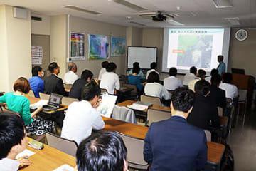 関係者に向けて開かれた台風19号についての説明会=富山地方気象台