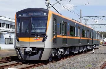 オレンジ色を基調とした京成電鉄の新型車両=10日午前、酒々井町の宗吾車両基地