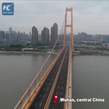世界一支間長の長い2層式吊り橋が湖北省武漢で開通