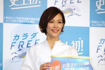 「キリン カラダFREE」の完成披露発表会に登場した木村佳乃さん