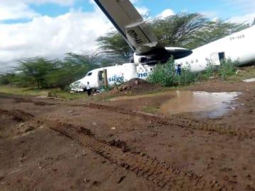 ケニア・ナイロビで国内線旅客機が滑走路を逸脱、2人けが