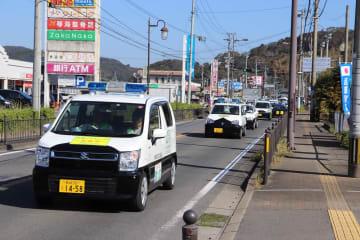 犯罪のない安全なまちづくりを呼び掛ける車両パレード=長崎市琴海村松町