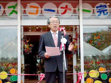 「古河店」のオープニングセレモニーであいさつをするファイブイズホームの細井保雄社長=茨城県古河市