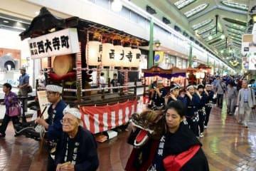 各町内会から4基のだんじりが集まった「岡山ダンジリ祭り」
