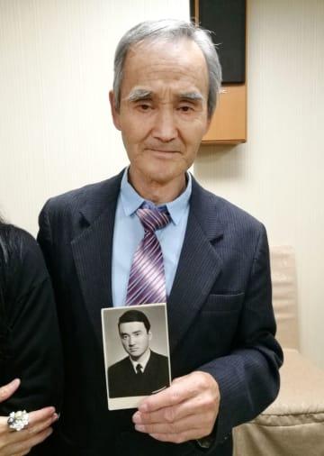 自らを日本人だと訴えるロシア国籍のヒラヌマ・ニコライさん=2018年9月、ロシア・ユジノサハリンスク(提供写真・共同)