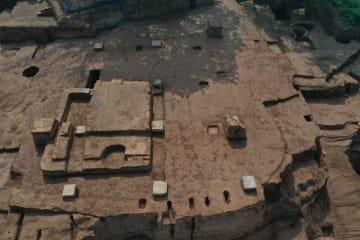 華清宮遺跡で土を突き固めて造られた建物の土台跡見つかる 西安市