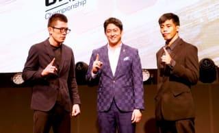青木(左)とバナリオ(右)が並ぶ。中央はONE日本代表の秦氏