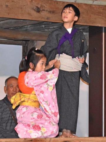舞踊の稽古に熱心に取り組む子どもたち