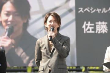 「熊本城 大天守外観復旧記念 特別公開 第1弾」記念式典にサプライズ登場した佐藤健さん