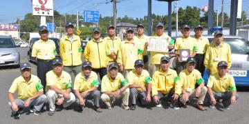 功労ボランティア団体として全国表彰された北茨城市防犯パトロール隊のメンバー=同市大津町北町