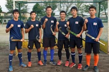 U18日本代表に選ばれた小林、川村、和田、三松、大岡、安達(右から)=今市高グラウンド