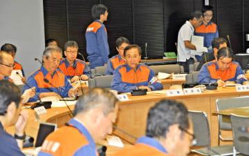 台風19号による県内の被害状況が報告された県の災害対策本部会議=13日午前、県庁