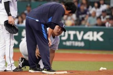 打球が直撃した西武・平良海馬【写真:荒川祐史】