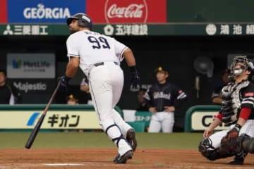 本塁打を放った西武のエルネスト・メヒア【写真:荒川祐史】